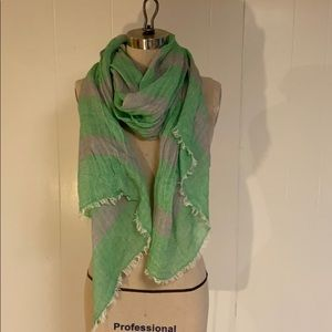 GAP grey and green woven scarf